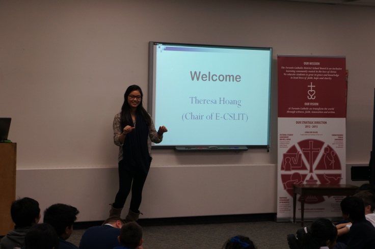 E-CSLIT Chair Theresa Hoang gives a warm welcome to the students and teachers at the beginning of the meeting.