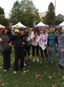 So many zombies! How are the runners supposed to dodge these creepy zombie?!