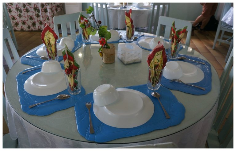 15B Table set