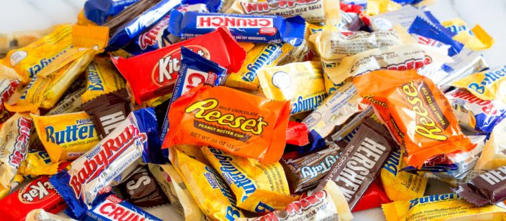 10-ways-to-use-up-halloween-candy-01-1140x500.jpg
